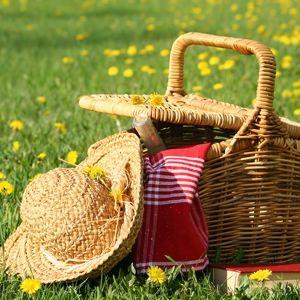 Picnic basket & straw hat.