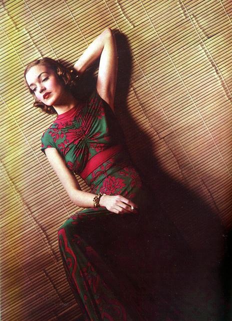 Tropical mat silk jersey by Louise Dahl-Wolfe. Harper's Bazaar magazine, Jan. 1938.