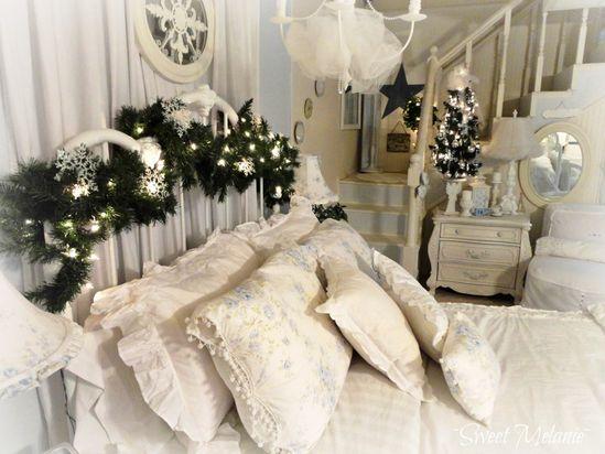 Simple Christmas Bedroom Design1