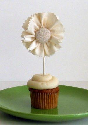 DIY ruffle cupcake topper