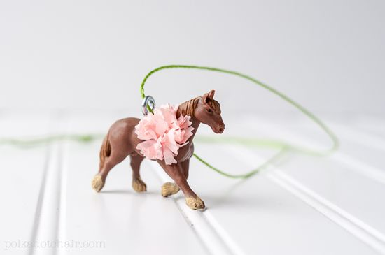 DIY pony necklace favors ~ derby or pony party