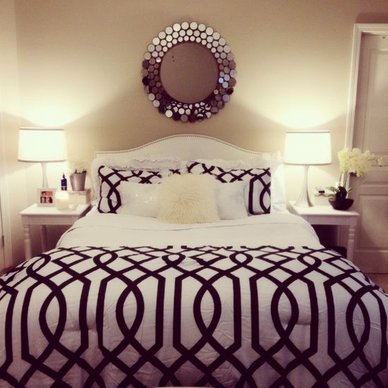 Black & white bed room ????