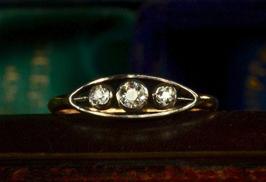 1900-10s Edwardian Three Diamond Ring