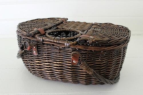 picnic basket, wicker