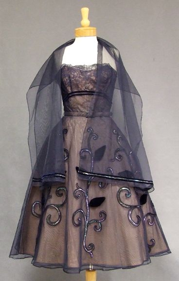 lovely 1950s vintage dress