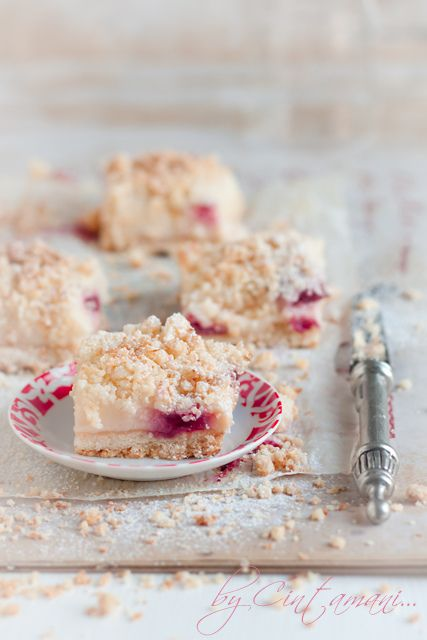 Pudding & Raspberry Bars with Coconut Crumble. #food #bars #dessert