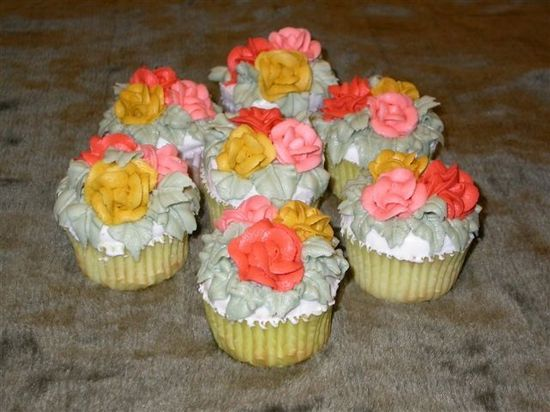 cupcakes with fall colored roses