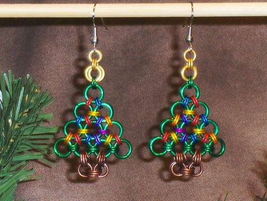 Chainmaille Christmas Tree Earrings #Christmas #Decor #Holidays