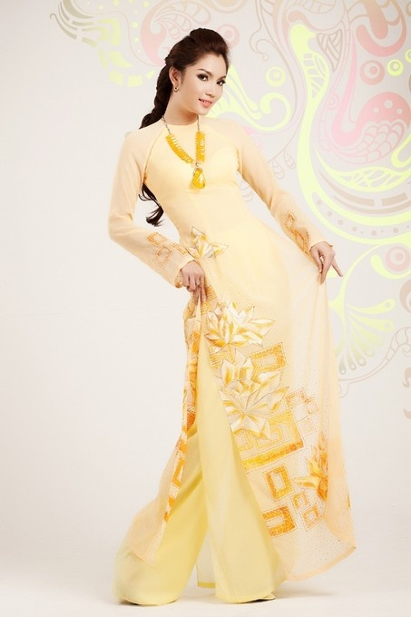 Ao Dai Sen Viet - HS012 / Enjoy your weekend with your family and friends, maybe take a look at some of our feature dress :) / aodaihoanguyen.co...