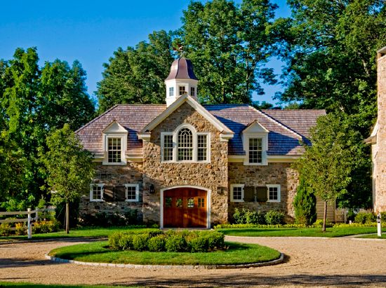 gorgeous stone barn . . . i'm in love!