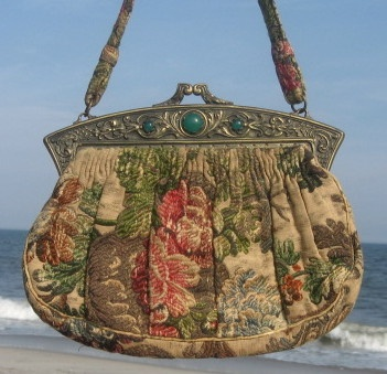 Vintage Jewel Framed French Handbag. #vintage #handbags #purses #accessories