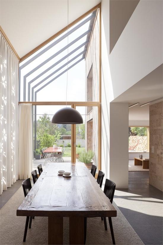 Long, gorgeous, farm table   Kirchplatz Office + Residence, Muttenz - Basel, 2012 by Oppenheim Architecture + Design #architecture #design #interiors #white