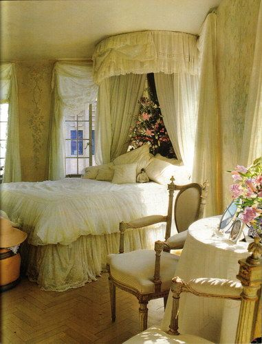 Another gorgeous bedroom by Diane Burn