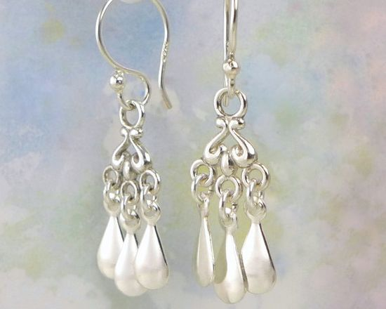 Sterling Silver Earrings. Dangling Drops Aura por aroluna en Etsy, $39.00
