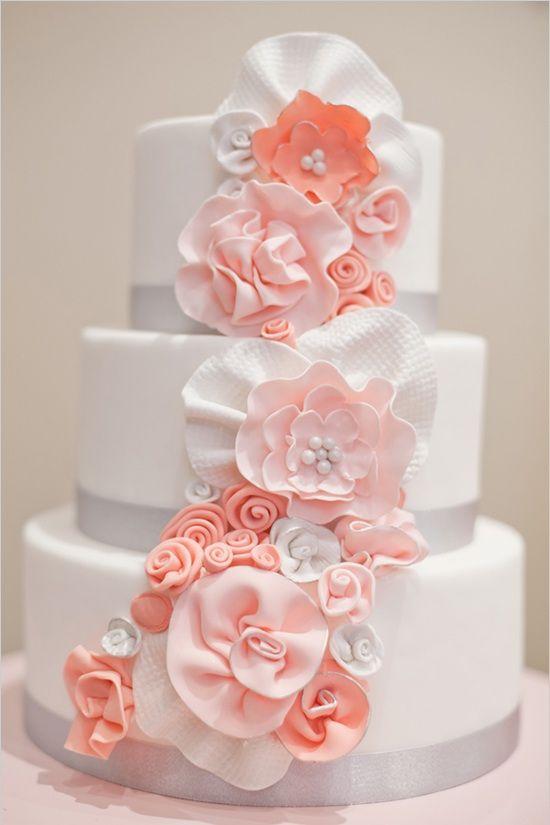 Cake three tier peach flowers