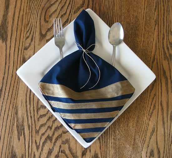 Striped Napkins - 25 Rustic Thanksgiving Table DIYs