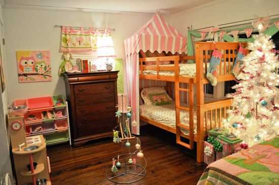 Cool Christmas Bedroom Decorating