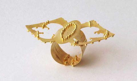Beschwingte Ringkunst: Beate Klockmann, Gold