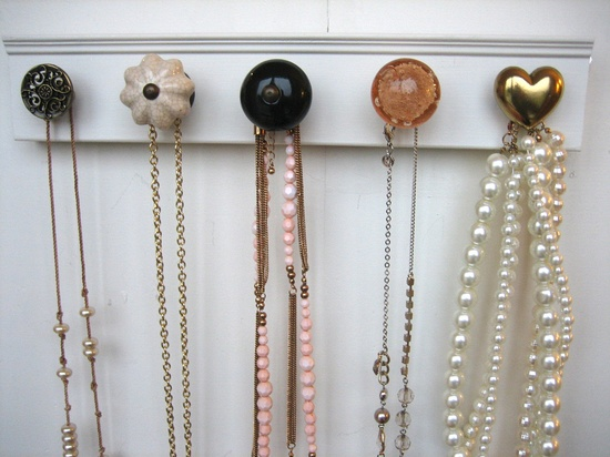 display jewelry and accessories.