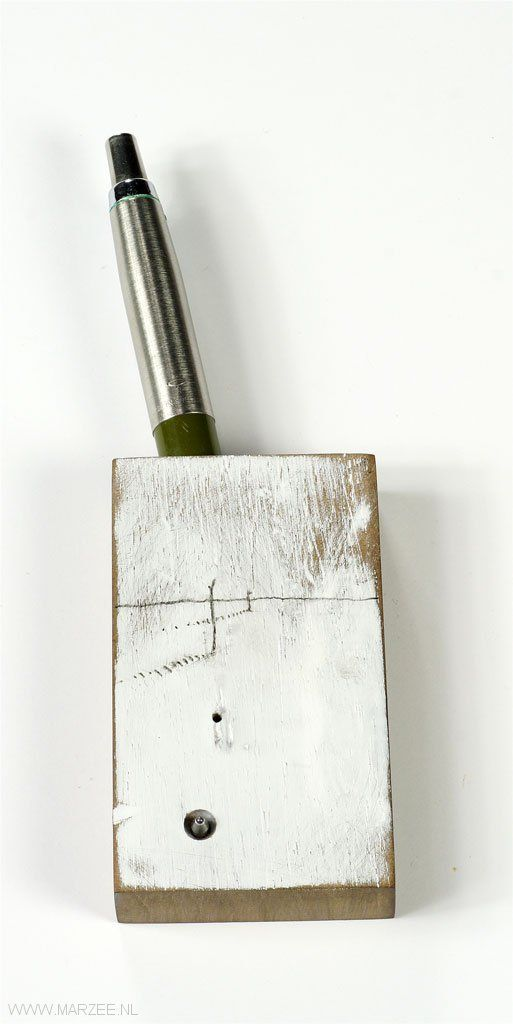 Xiaohan Ren - brooch Piece One 2011, wood, pen (found)  ca 130 x 40 mm - United Kingdom, Birmingham Institute of Art and Design