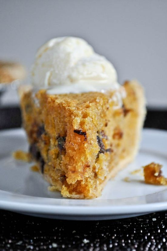 Pumpkin Chocolate Chip Cookie Pie I howsweeteats.com