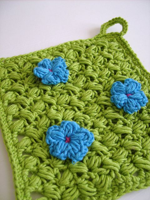 Spring Pot Holder - easy crochet pattern by CasaDiAries, via Flickr