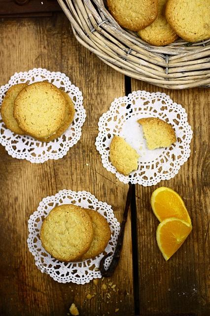 Tangy, sweet, wonderful Orange Zest, Coriander and Vanilla Bean Oatmeal Cookies. #cooking #food #beautiful #baking #dessert #cookies #oatmeal #vanilla #orange