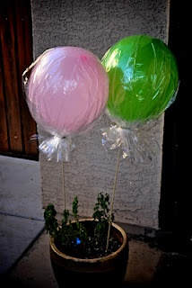 make a your own lollipop balloons. great for kid's party.