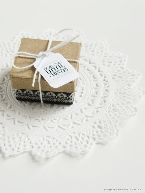 Ghirlanda di Popcorn: black & white Christmas #gift #wrapping