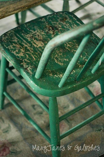 green chippy chair