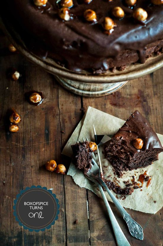 Box of spice - chocolate cake with hazelnuts