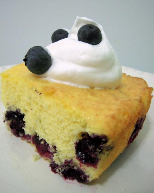 Diet 7UP Lemon Blueberry Cake
