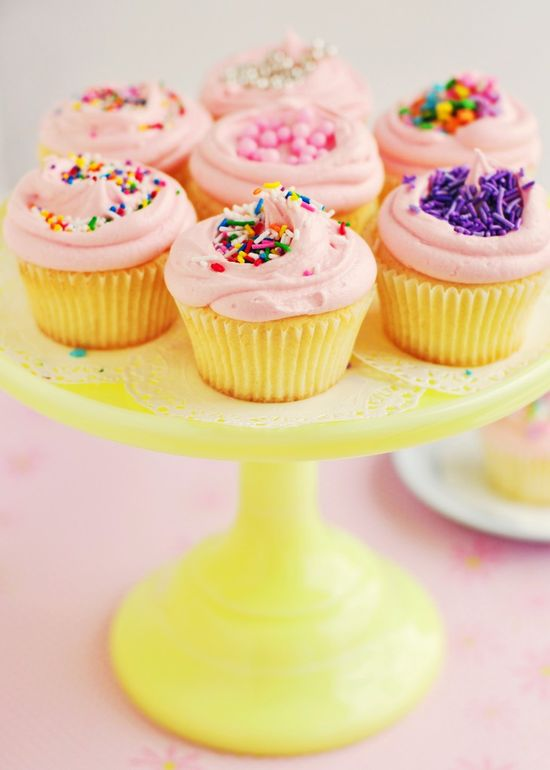 Bakery style vanilla cupcakes