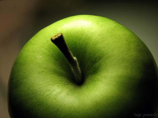 Green apple by Hugo Provoste, via Flickr