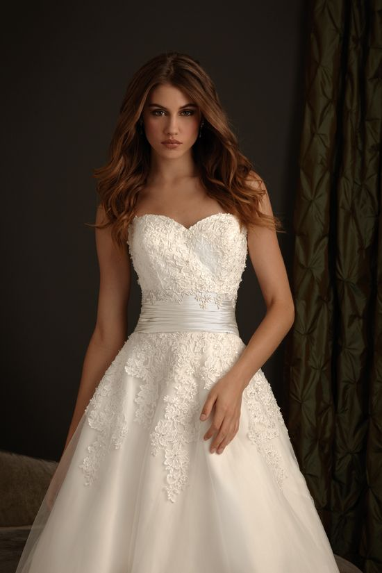 i am a fan of strapless wedding dresses and this one is so pretty with all the lace