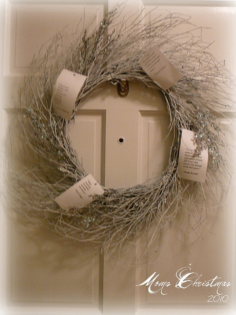 Holiday at Home Decor by Lynda Quintero-Davids @FocalPoint #Holiday #Christmas #Decorating #DIY #Wreath
