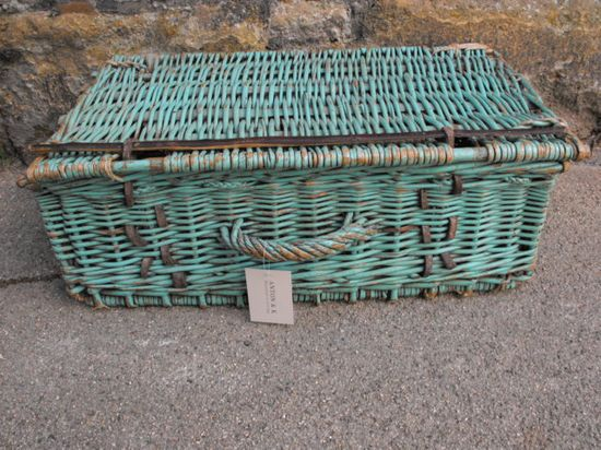 Anton & K - Vintage picnic basket in sea-green paint
