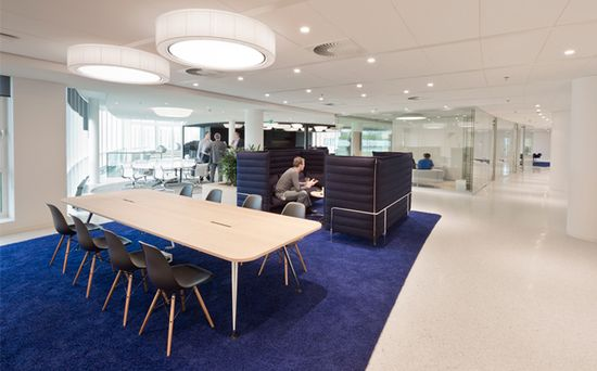 Eneco headquarter by Hofman Dujardin Architects & Fokkema, Rotterdam office design with Herman miller Eames chairs