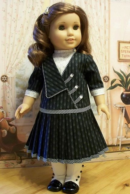 Rebecca's black and white frock by Keepersdollyduds, via Flickr (idea no pattern)