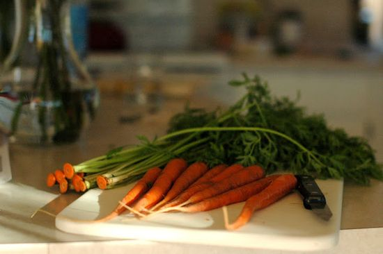 Carrot greens pesto - and other simple tips for choosing and using all those green-tops! #organic #health #fresh