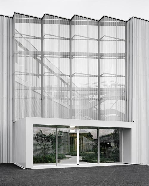 e2a - Trafag AG headquarters, Bubikon 2013. Via, photos (C) Rasmus Norlander.