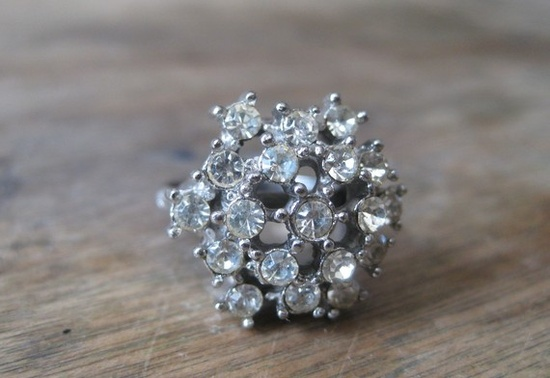 vintage cocktail ring  (good idea for my old diamonds)