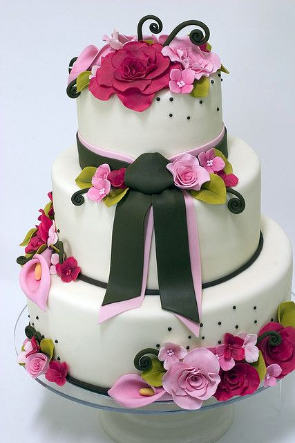 Ribbon and Roses Wedding Cake