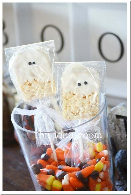 Darling rice krispies ghosts. Fun favors for a Halloween party! #ghost #halloween