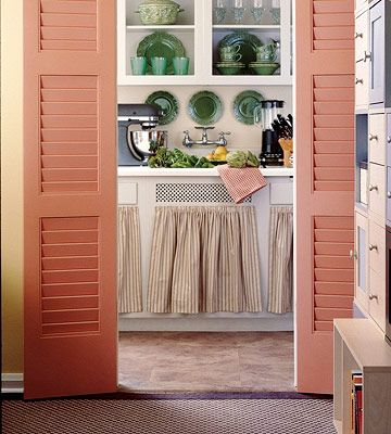 Cute kitchen decor in a vintage apartment kitchen...