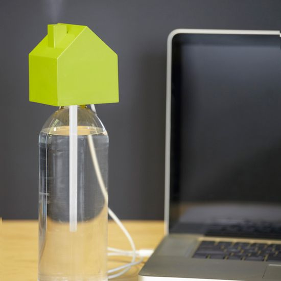 How adorable is this mini humidifier? It's powered by USB and the perfect thing for offices that pump a little too much dry AC.