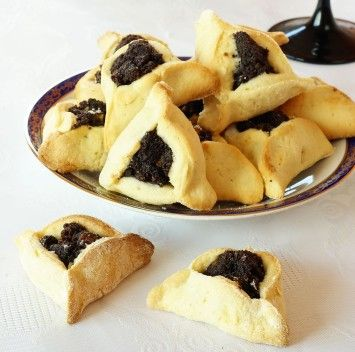Hamentashen, amazing little cookies, filled with dried and fresh fruit.