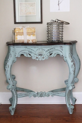 """Classic combination of colors. The monarch-vintage desk style in retro blue gives both elegant touch and the contemporary feels to your hallway. Perfect piece for a hallway.""  - GenerousCinder   ? #lightbluevintage #smalldesk #antiquelove"