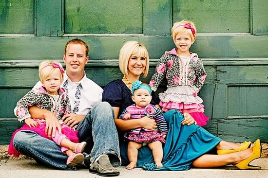website with 50 different family pic ideas. Note the happy man with 3 daughters!