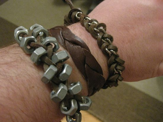 DIY Tutorial Roundup of bracelets that can be adapted for men by Thanks, I Made It. #diy #crafts #jewelry #masculine #men #fashion #bracelet #tutorial